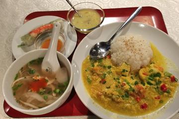 ベトナム海鮮カレー(生春巻、スープ、デザート付) 800円