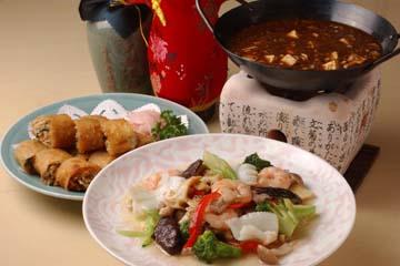 春巻き、八宝菜、四川麻婆豆腐