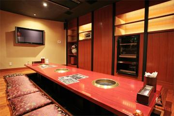 大画面モニターが人気のゆったりと寛げる個室