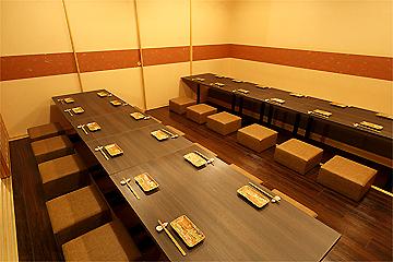 宴会にぴったりの掘りごたつ席、最大60人までの個室もあり