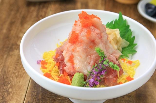 レストラン「レスタ キッチン」鮪山塊丼