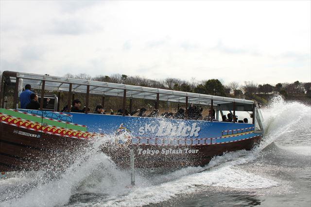 迫力のスプラッシュ!水陸両用バスで東京探検