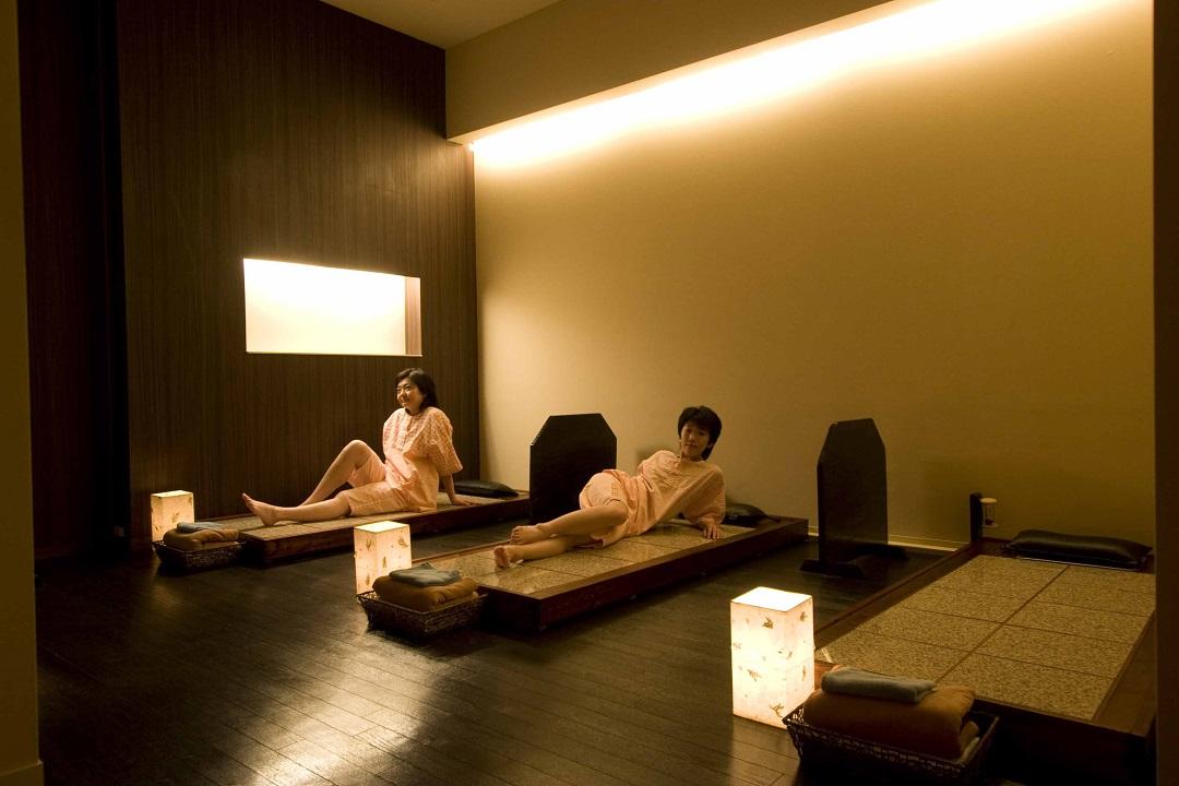 人気の『岩盤浴』は女性8床、男性3床