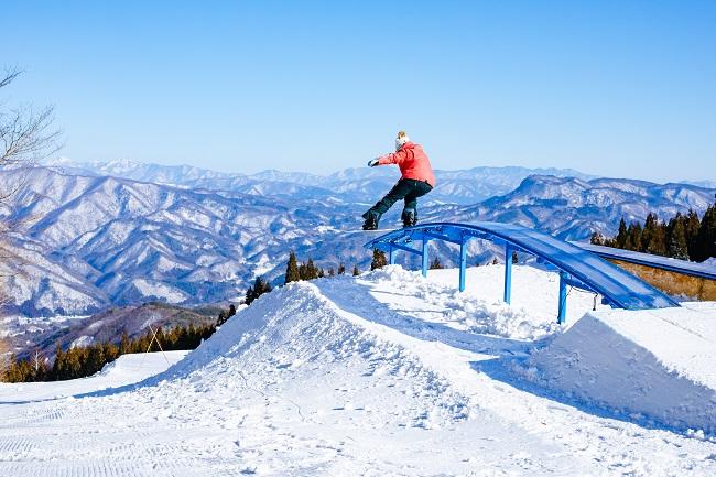 【ノルン水上スキー場】ナイターでも楽しめる「ENJOY PARK」が誕生!
