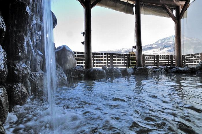 【キューピットバレイ】菱ヶ岳を眺めながらくつろげる露天風呂