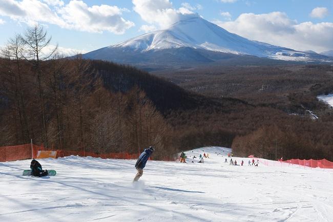 浅間山を眺めながら滑れるコース☆軽井沢スノーパーク