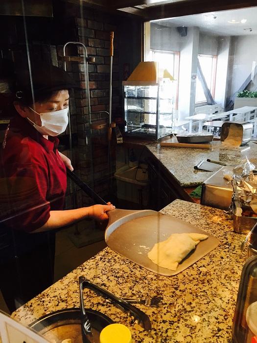 石窯で焼きあげる手作りピザが大人気!