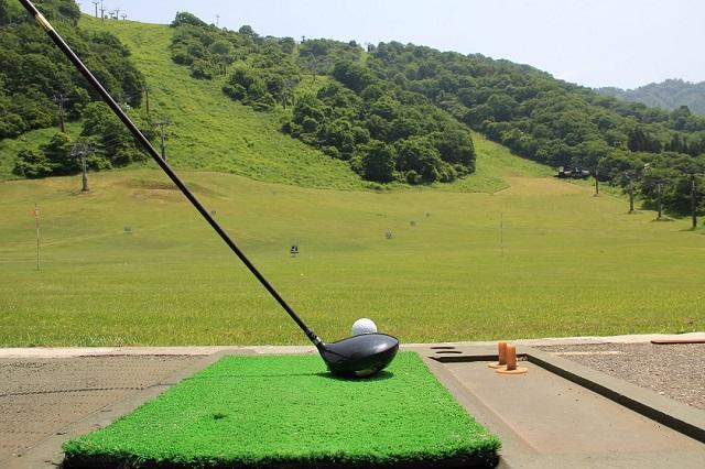 ネットのない300ヤード打ち放しのゴルフ練習場