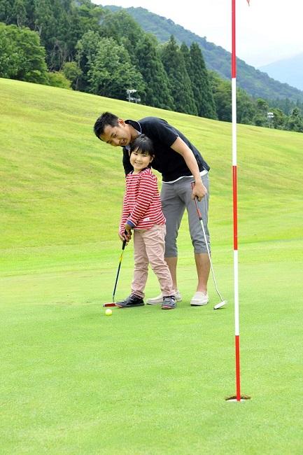 親子で気軽にゴルフが楽しめる湯沢中里ファミリーショートコース