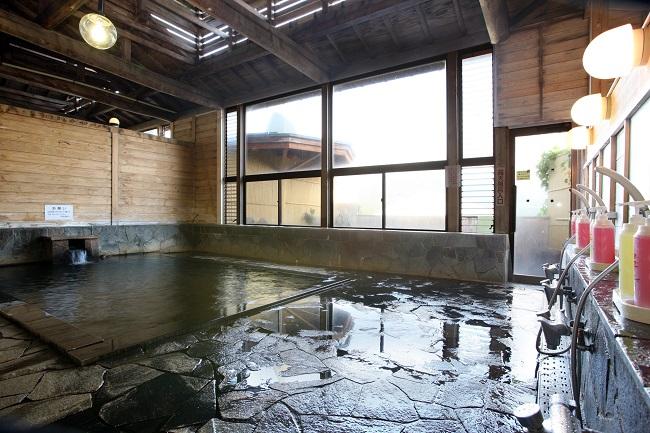 【戸狩温泉スキー場】ゲレンデそばには外湯あり!