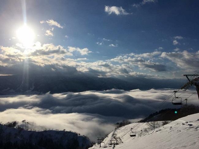 【戸狩温泉スキー場】絶景のパウダーゲレンデをお楽しみください♪