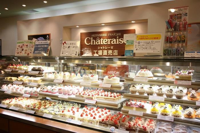シャトレーゼのお菓子売店 美味しそうなケーキがたくさん!