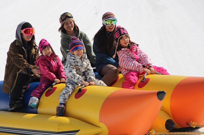 スリル満点!雪上バナナボート