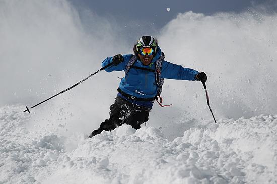 コブあり・深雪ありのダイナミックな滑りを体感