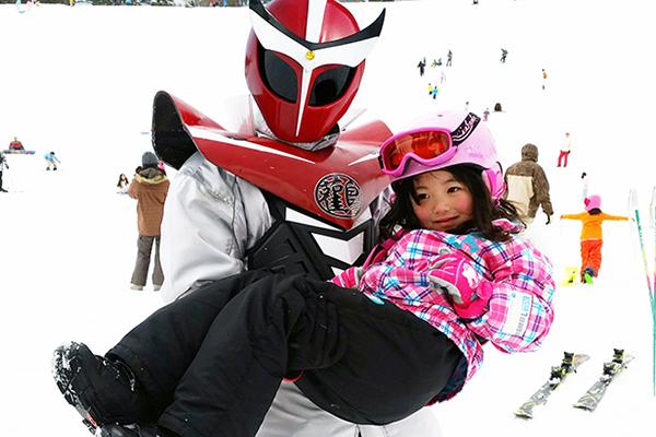 【アップかんなべスキー場】コウノトリマン プリンセスで記念撮影