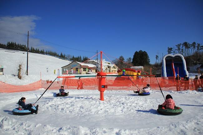 【アップかんなべスキー場】雪のメリーゴーランド(雪のゆうえんち)