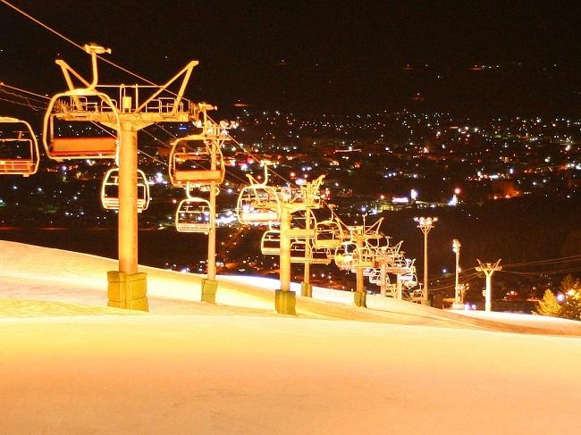 富良野スキー場 ナイター風景