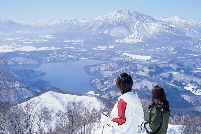 ゲレンデからは北信州の北信五岳や野尻湖の絶景が眺められます