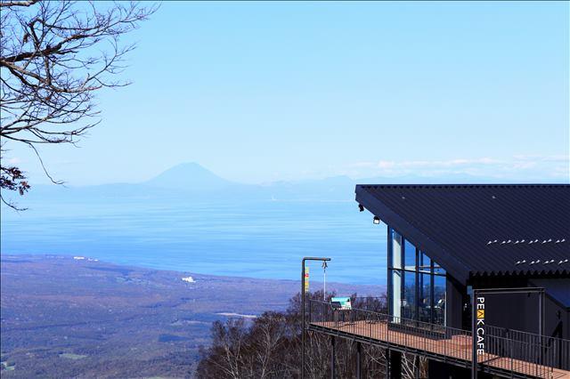 山頂カフェ「PEAK CAFE」から絶景を一望!